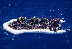 Ayvalık açıklarında lastik botta 40 düzensiz göçmen yakalandı