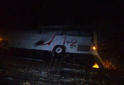Yolcu otobüsü devrildi Yaralılar var...