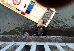 Unkapanı Köprüsünden atlayan kişinin kurtarılması kamerada