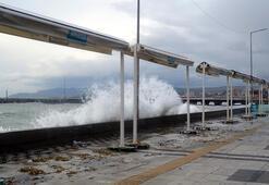 Fırtına, Tekirdağda çatı uçurdu, deniz ulaşımını aksattı