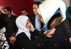 Emine Erdoğan'dan evlat nöbetindeki Diyarbakır Annelerine ziyaret