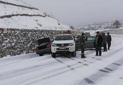 Buzlanan yolda 8 aracın karıştığı zincirleme kaza