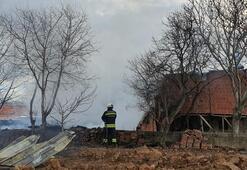 Şüpheli yangın 5 ton sarımsak ve arpa küle döndü