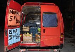 Meyve kamyonunun kapısını açınca cansız bedenini buldular
