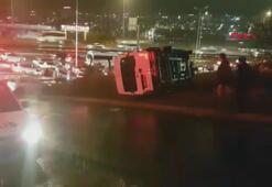 İstanbulda işçileri taşıyan servis kaza yaptı