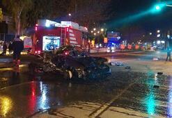 İzmirde feci kaza: Yola savruldular