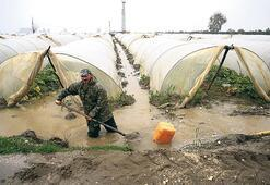 Mersin'de kuvvetli  yağışlar 2 can aldı
