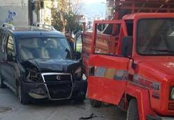 Kaza geçiren 3 kadın yaralandı