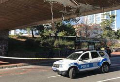 Beşiktaşta iş makinası üst geçide çarptı