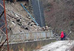 Tahliye edilen riskli okulun istinat duvarı çöktü