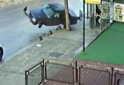 Drift yapan sürücü kaldırıma çarptı... Durakta bekleyenler ölümden döndü