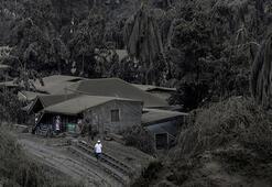 Filipinlerdeki Taal Yanardağı lav ve kül püskürtmeye devam ediyor