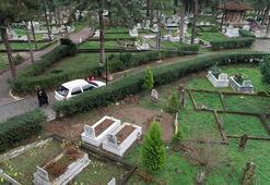 Mezarlıkta şaşırtan görüntü Ters görünüyor...