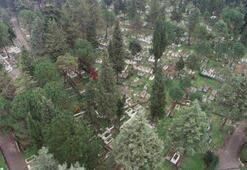 Kabristanda yönleri farklı mezarlar şaşırtıyor