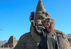 Antalyada kumdan heykeller kışın da ilgi odağı