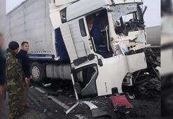 Konyada feci kaza İki TIR çarpıştı