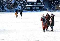 Buz üstünde tehlikeli yürüyüş