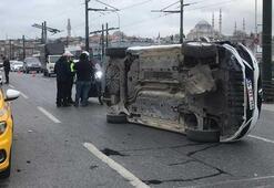 Galata Köprüsünde araç yan yattı
