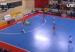 Futsal maçında alkış alan fair play...