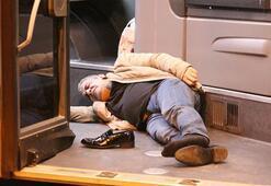 Metrobüs yolunda feci kaza O anlar anbean kaydedildi