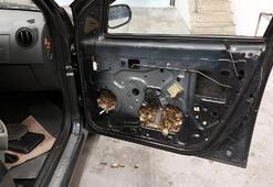 Aracın kapı döşemesinden 5 bin 450 su kaplumbağası çıktı