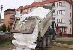 3 yıldır kar yağmayan şehre kamyonla kar getirdiler