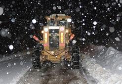 Bursada karda mahsur kalan sürücü, 8 saat sonra kurtarıldı