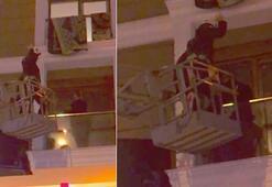 Kumar baskınında panikledi Balkonda mahsur kaldı