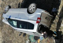 Bingölde hafif ticari araç şarampole devrildi: 4 yaralı