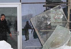 Vanda hastane girişindeki çatı çöktü: 9 yaralı