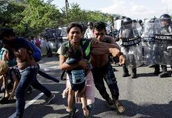 Meksika'nın güvenlik güçlerinden göçmenlere sert müdahale