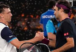 Avustralya Açıkta Tsitsipas elendi, Federer sürprize izin vermedi