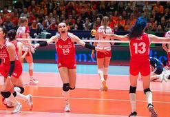 AXA Sigorta, A Milli Kadın Voleybol Takımına 200 bin lira prim verdi
