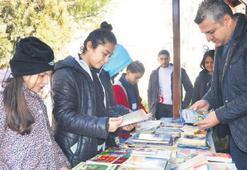 Duyarlı sporcular 500 kitap topladı
