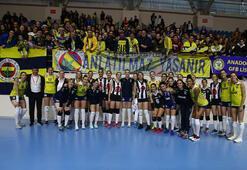 Alkışlar Fenerbahçeye Beşiktaş sahaya genç takımla çıkınca...