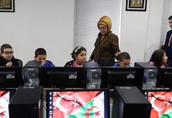 Emine Erdoğan, Cezayirde bilgisayar sınıfının açılışını yaptı