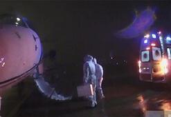 İstanbuldan gönderilen Çinli kadın uçaktan iner inmez ambulansa alındı