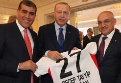 Cumhurbaşkanı Erdoğan'a 27 numaralı Gaziantep FK forması