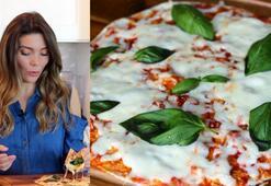 Tavada pratik pizza | Lavaş ekmeği ile pizza nasıl yapılır