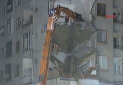 Elazığdaki riskli binanın yıkımına başlandı