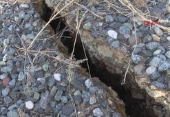 Depremden sonra dev yarıklar oluştu