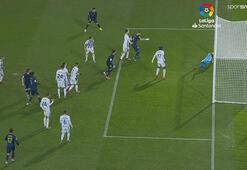 Real Madrid, Valladolidi yenerek liderliği aldı