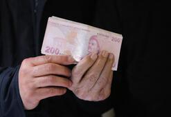 Depremzedelere gönderdiği ceketin cebinden 10 bin lira çıktı