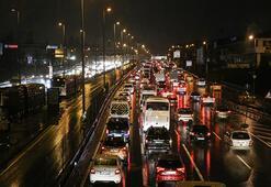 Son dakika haberi...İstanbulda trafik kilit Kuyruklar oluştu...