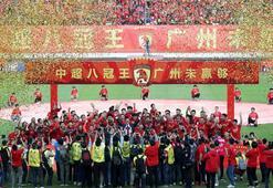 Çinde koronavirüs futbolu da vurdu Ligler süresiz ertelendi