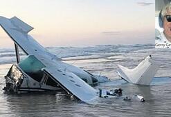 Okyanusa düşen uçaktan kurtuldular
