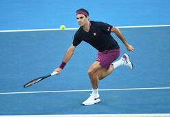 Ünlü tenisçi Roger Federer maç öncesi makarna yiyor