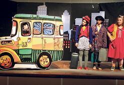 'Otobüs Durağı'nda  Üç Bencil' sahnelendi