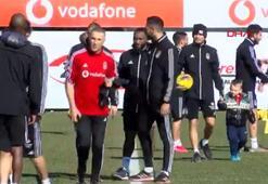 Domagoj Vida'nın oğlu David Beşiktaş antrenmanının neşe kaynağı