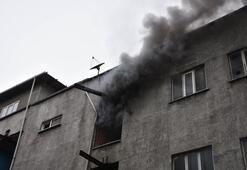 Yangına müdahale ederken düşen itfiayeci ağır yaralandı